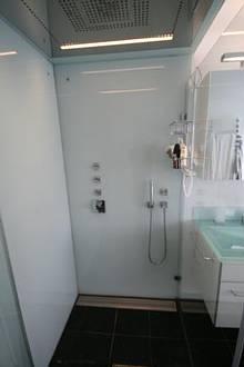 Dusche: Glas. Wand: Glas!